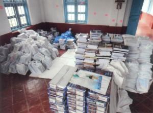 Bücher und Schultaschen für die Patenkinder