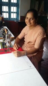 2015-07 Celestine in der Naehwerkstatt