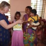 Die Familien der Patenkinder bekommen ein Weihnachtsgeschenk