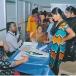 Anmeldung für Untersuchung und Behandlung beim Gesundheitscamp im Mount Rosary Hospital