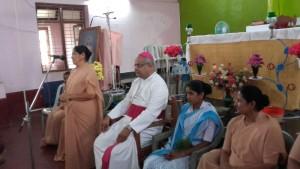 Einweihung des neuen Konvents in Mudkani mit Schwester Prescilla (links) und dem Bischof von Karwar, Derek Fernandes